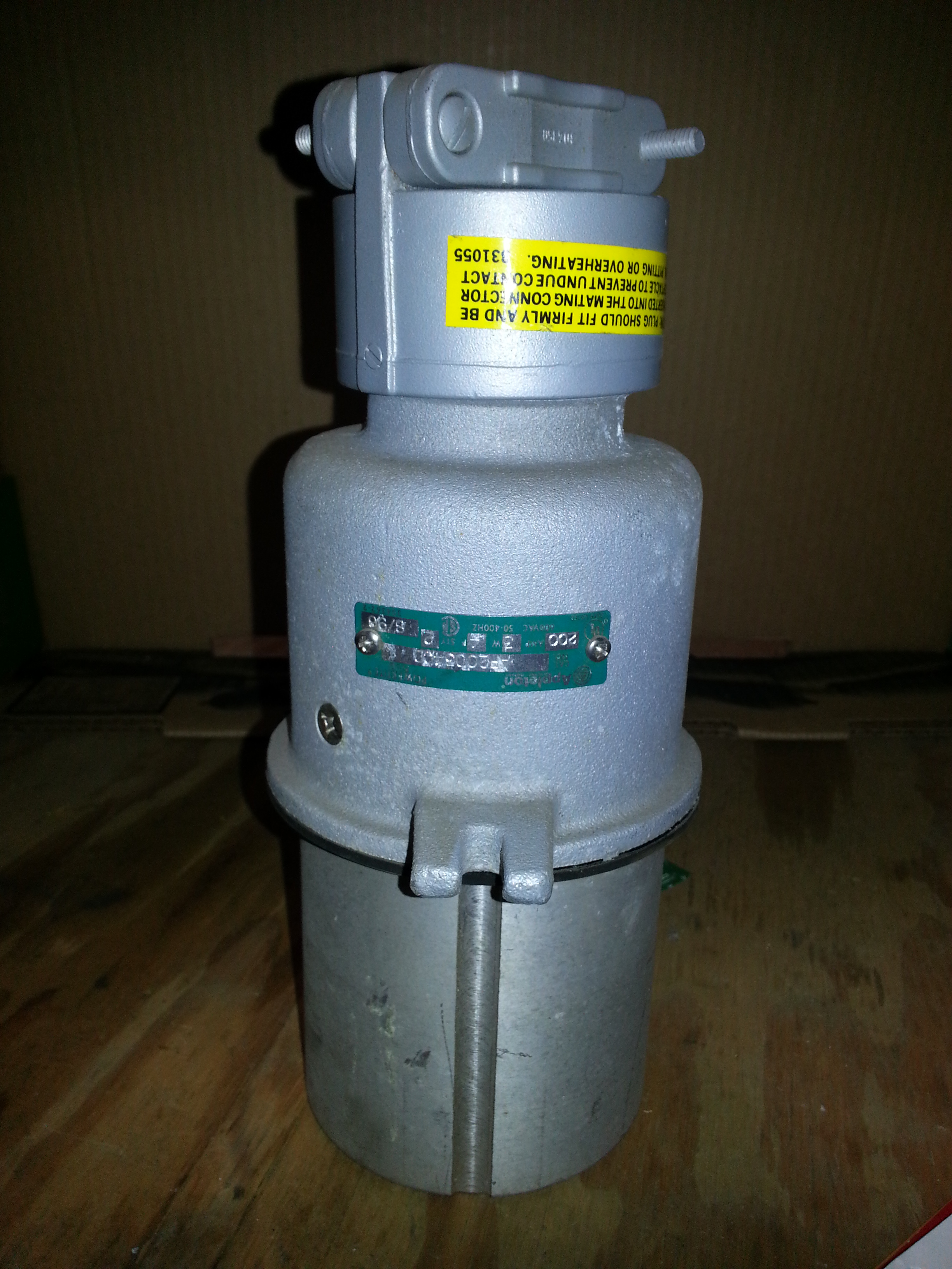 13574824 likewise 570733 in addition 291651581657 in addition 280806826654 as well 120 Vac Receptacle. on appleton electric plugs